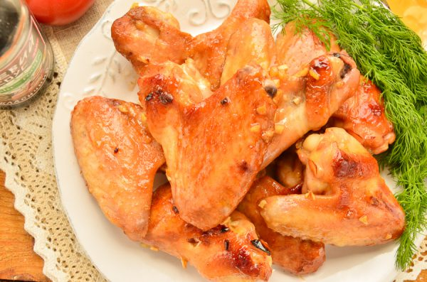 Крылышки с макаронами в духовке